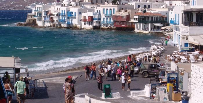 Εμμεσο χαράτσι 2,39 δισ. - Κατάργηση του ΦΠΑ στα ανεπτυγμένα τουριστικά νησιά και από το 2016 και στα πιο απομακρυσμένα - Ποια προϊόντα θα ανατιμηθούν