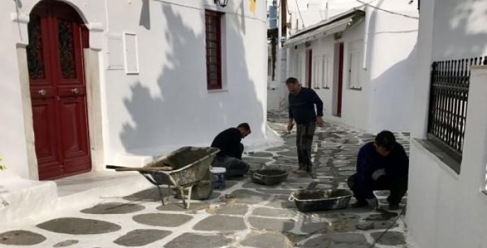 Κλειστά τμήματα στη Χώρα λόγω εργασιών αποκατάστασης του πλακόστρωτου