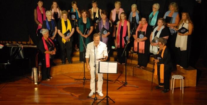 (fotos) Με επιτυχία πραγματοποιήθηκε η συναυλία της Αγγλόφωνης Χορωδίας Μυκόνου