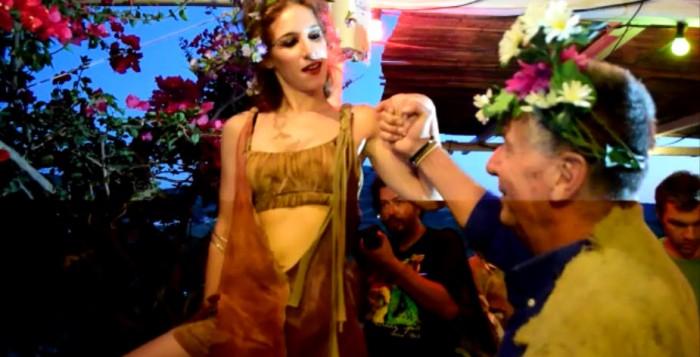 (video) Γιορτή Τρύγου: Διονυσιακό δρώμενο ενταγμένο στη MYKONOS BIENNALE 2015