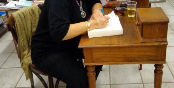 Δέκα ερωτήσεις για ένα βιβλίο - Συνέντευξη της Αφροδίτης Βακάλη στο mykonosdaily.gr