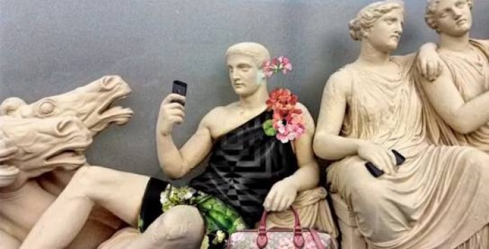 Γνωστή εταιρία έντυσε με σινιέ ρούχα τα... γλυπτά του Παρθενώνα -