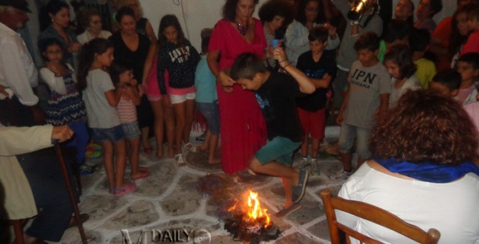 Απόψε ανάβουν οι φωτιές για τον Κλήδονα
