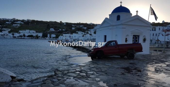 Παραλίγο βουτιά στα νερά του Αγίου Νικόλα (φωτο)