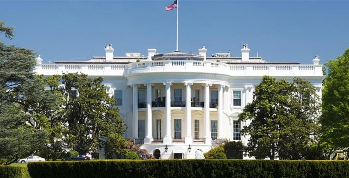 ΗΠΑ: Σχέδιο τόνωσης 1 τρισ., ψαλίδι στο επίδομα ανεργίας