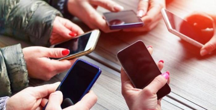 Έρχονται μειώσεις για παλαιά και νέα συμβόλαια στην κινητή τηλεφωνία