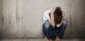 Χρυσοχοϊδης: Όποιος χτυπά ανήλικα, δεν χωρά πουθενά