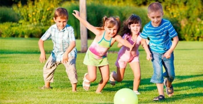 Παιχνίδι και μικρά παιδιά