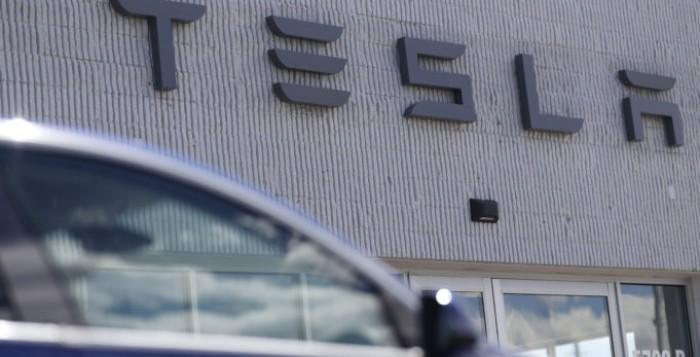 Elon Musk: Σε τρία χρόνια θα λανσαριστεί τελικά η φθηνότερη μπαταρία – Πλήγμα στην αξία της Tesla στο χρηματιστήριο
