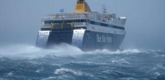 Μπήκαν νερά στο Blue Star Νάξος – Λαχτάρισαν οι επιβάτες