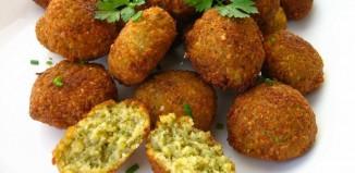 Διαιτητικοί ρεβιθοκεφτέδες στο φούρνο με αλεύρι ολικής άλεσης και τυρί χαμηλών λιπαρών