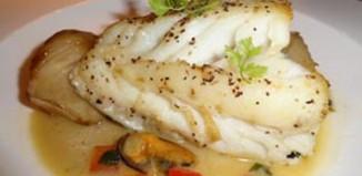 Μπακαλιάρος στο φούρνο με λαχανικά και ξερά σύκα
