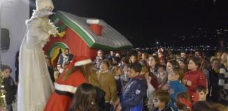 (vid&pics) Με ευχές και μαγεία... φώτισε το Χριστουγεννιάτικο Δέντρο στη Μύκονο