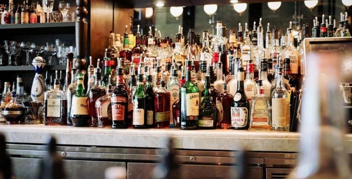 ΥΠΟΙΚ: Δίμηνη παράταση στην καταβολή ειδικού φόρου κατανάλωσης, ΦΠΑ για τα αλκοολούχα προϊόντα