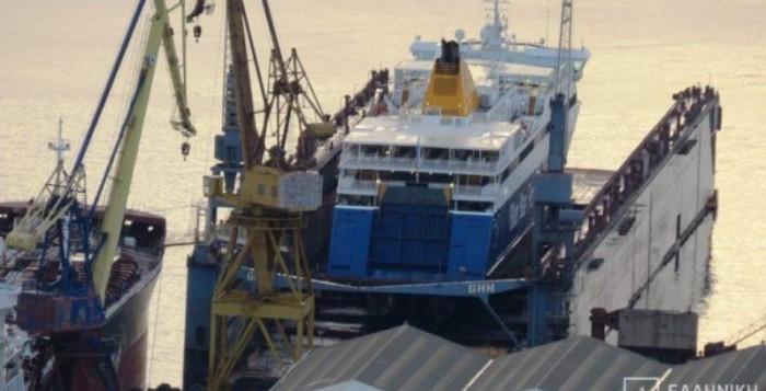 Στη δεξαμενή του Νεωρίου ανέβηκε το Blue Star Naxos (video)