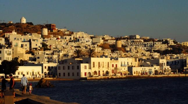 Ανακοίνωση για άδεια εισόδου επιβατικών οχημάτων και δικύκλων στον παραδοσιακό οικισμό της Χώρας