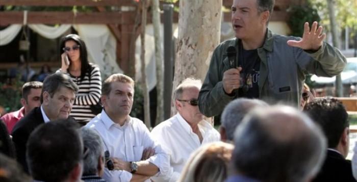 Στ. Θεοδωράκης: Ντροπή να καταλήγουν στη Φυλή τα σκουπίδια της Μυκόνου