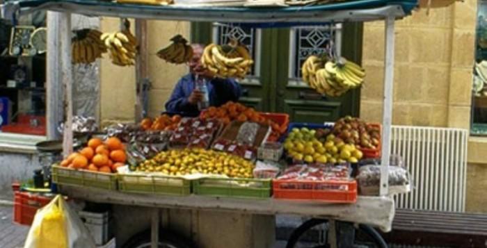 Αρνητικός ο Δήμος Μυκόνου στις άδειες για το πλανόδιο εμπόριο για το 2015