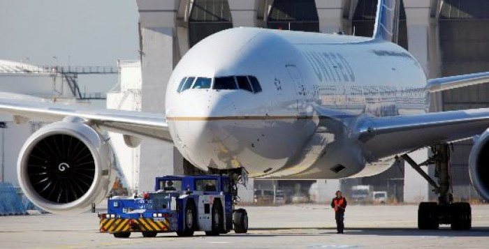 Οριακή αύξηση επιβατών στα 14 περιφερειακά αεροδρόμια – Πάνω Σκιάθος και Μύκονος, κάτω η Σαντορίνη