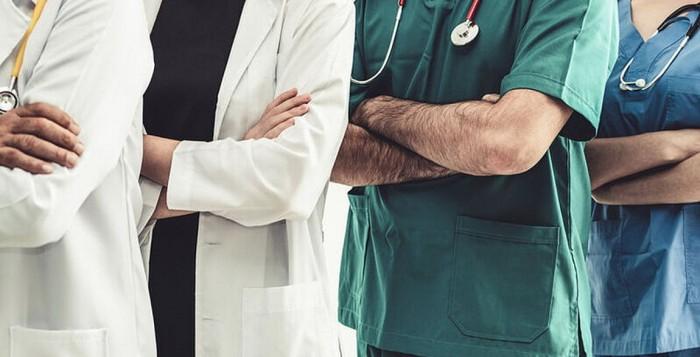 Γιατροί, οδοντίατροι, δικαστικοί επιμελητές, θα πάρουν έκτακτο επίδομα - Τι είπε ο Βρούτσης