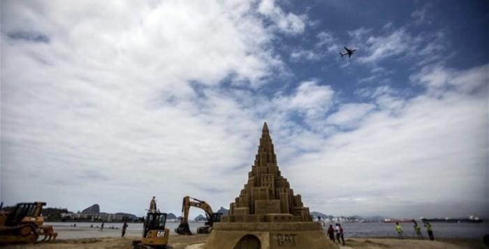 Γιγάντιος πύργος από άμμο στο Ρίο ντε Τζανέιρο