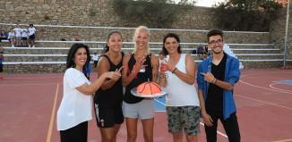 Η τούρτα έκπληξη για την Όλγα Χατζηνικολάου στο '«1ο Mykonos Basketball Camp»