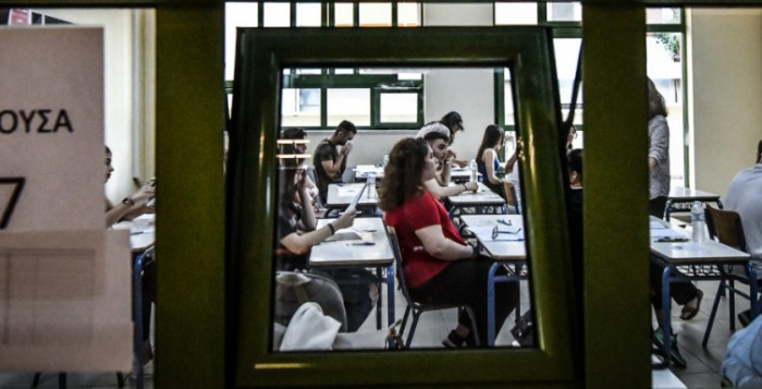 Πανελλήνιες 2020: Τι θα ισχύσει για τους υποψήφιους που θα νοσήσουν από κορωνοϊό -Το σχέδιο για τις αίθουσες