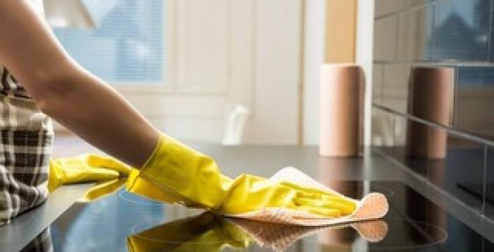 Νέα στοιχεία για τον κορονοϊό: Πόσο διάστημα επιβιώνει σε γυάλινη επιφάνεια, ύφασμα και χαρτί