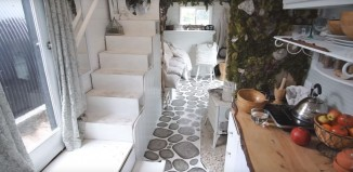 (vid) Ένα ζευγάρι καλλιτεχνών από το Τορόντο έφτιαξε ένα τροχόσπιτο εμπνευσμένο από τη Μύκονο