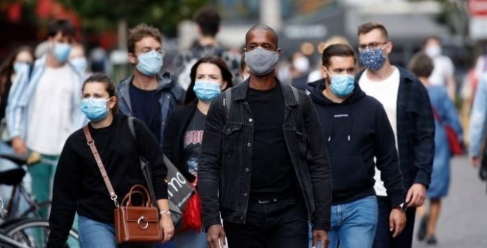 Covid-19: Η Ευρώπη ενισχύει τους περιορισμούς για να συγκρατήσει το δεύτερο κύμα του κορονοϊού
