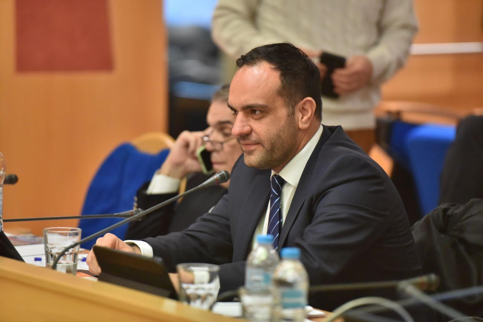 (vid) Η εισήγηση του Δημάρχου Μυκόνου στο Δ.Σ. της ΚΕΔΕ για τα Λιμενικά Ταμεία