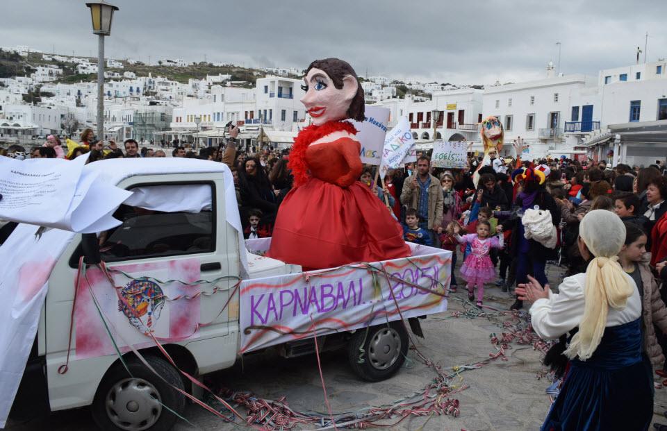 (video) Μύκονος: Κέφι, ρυθμός, συμμετοχή το τρίπτυχο της επιτυχίας του φετινού καρναβαλιού