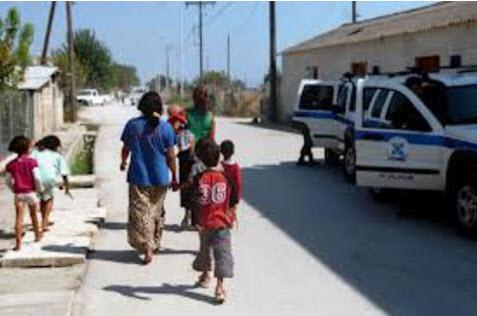 «Θρίλερ»: Συνελήφθησαν δύο ζευγάρια Ρομά με παιδιά που δεν είναι δικά τους