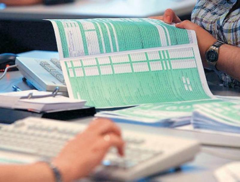 Παράταση υποβολής των φορολογικών δηλώσεων μέχρι και το τέλος του μήνα εξετάζει το ΥΠΟΙΚ
