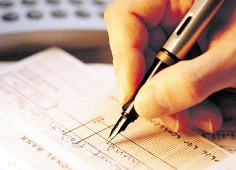 Αλαλούμ στην αγορά με τις ακάλυπτες επιταγές – Προς ψήφιση με καθυστέρηση η ρύθμιση
