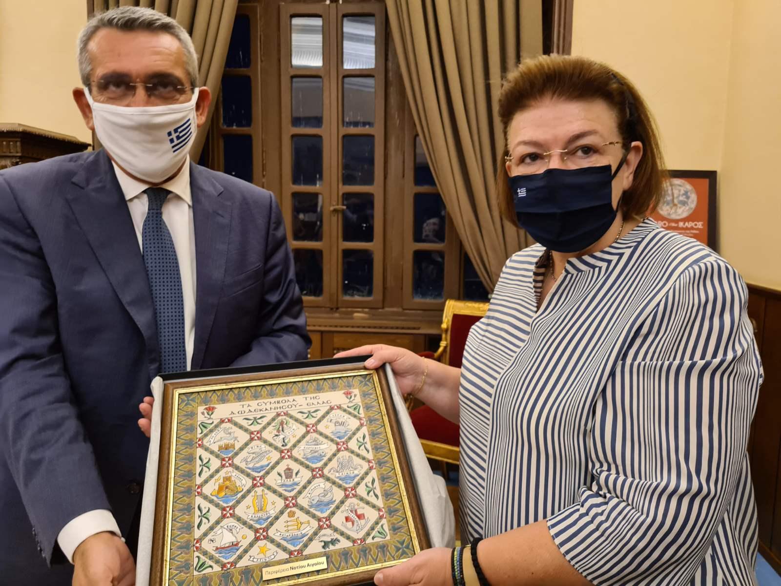 Παραγωγική συνάντηση εργασίας του Περιφερειάρχη Ν. Αιγαίου με την Υπουργό Πολιτισμού Λίνα Μενδώνη