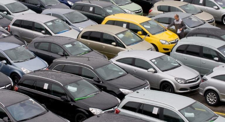 Αλλάζουν όλα στη φορολογία αυτοκινήτων – Δείτε πόσο φθηνότερα γίνονται