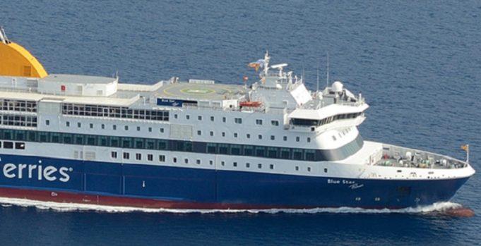 Ελαφρά πρόσκρουση του «Blue Star Patmos» στο λιμάνι της Κάσου