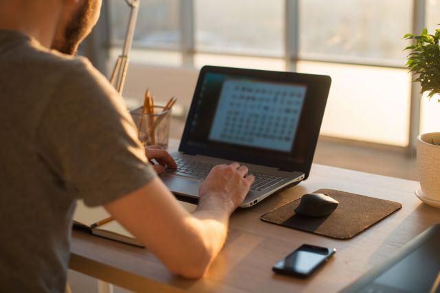 Ξεκινά η εφαρμογή του μέτρου της τηλεργασίας - Οδηγίες προς εργοδότες