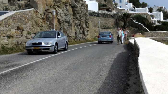 Mετακινήσεις ανήμερα Πρωτοχρονιάς: Πόσα άτομα επιτρέπονται σε ΙΧ και ταξί;