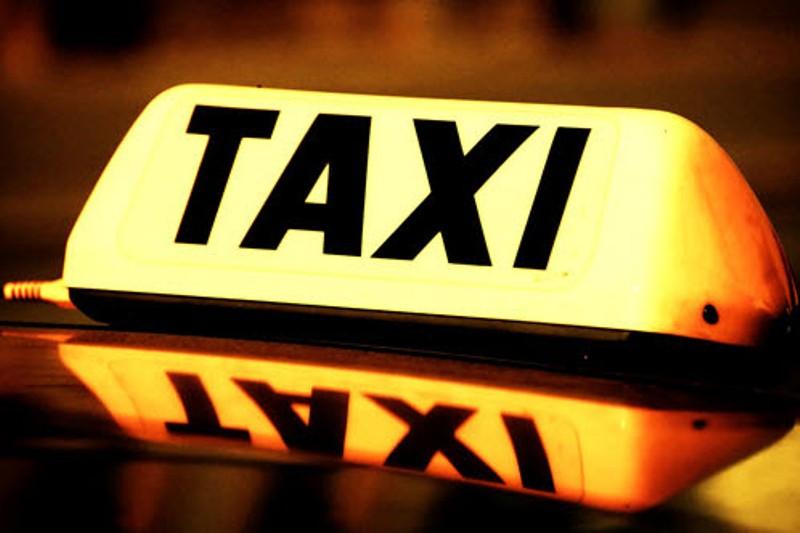 Κλιμάκιο ελέγχων για τα παράνομα ταξί συστήνει η Περιφέρεια Νοτίου Αιγαίου