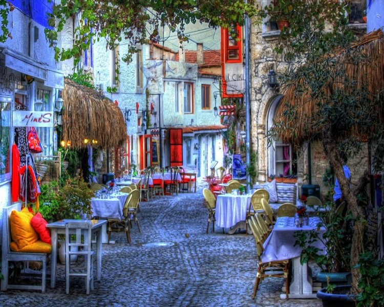 Δείτε το ελληνικό χωριό, στην Τουρκία, που έγινε η νέα Μύκονος!