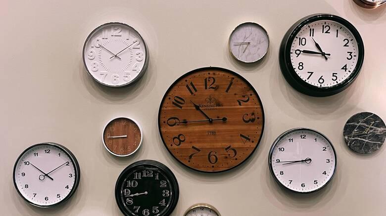 Αλλαγή ώρας τον Μάρτιο: Πότε θα γυρίσουμε τα ρολόγια μία ώρα μπροστά