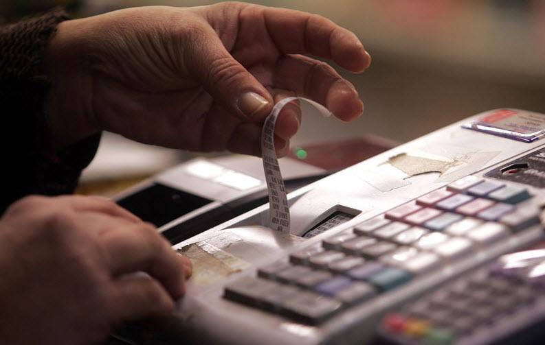 Τέλος οι χάρτινες αποδείξεις - Αφορολόγητο μόνο με τη χρήση πλαστικού χρήματος