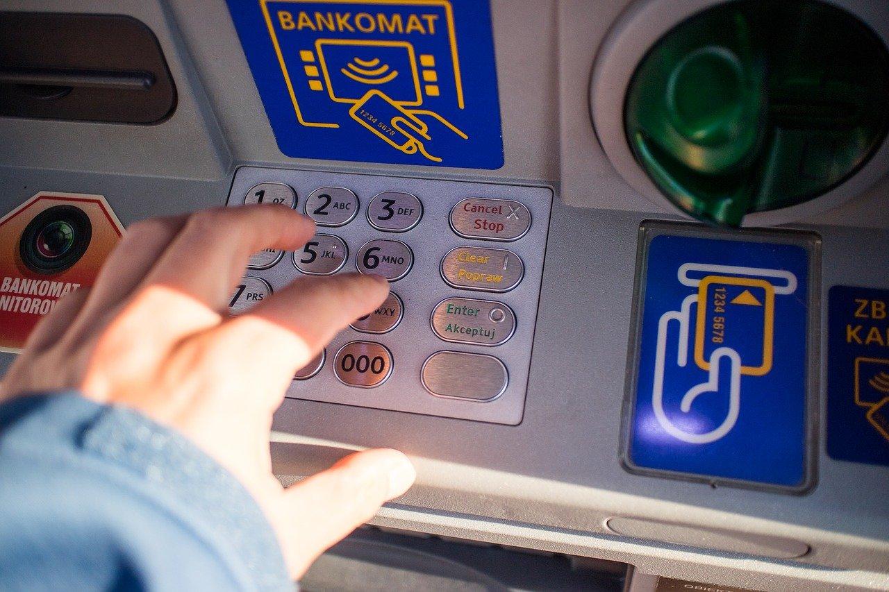 Επίδομα 534 ευρώ: Συνεχίζονται οι πληρωμές – Ποιοι πάνε ταμείο 26 Φεβρουαρίου