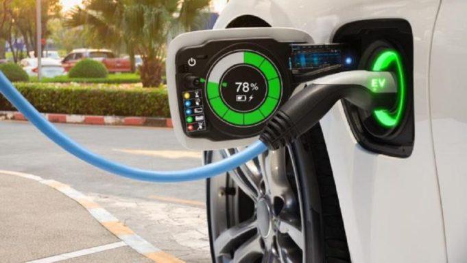Επτά νέα κίνητρα από το υπουργείο Περιβάλλοντος για την αγορά ηλεκτρικών οχημάτων