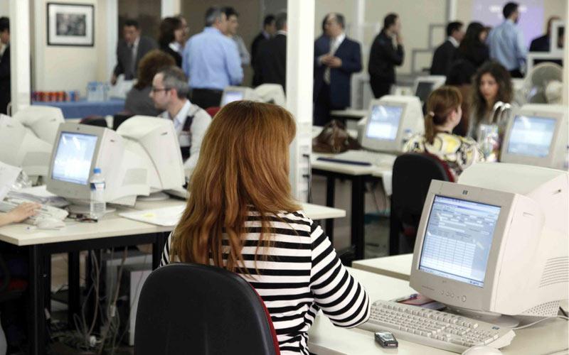 Δημόσιο: Νέο κύμα φυγής για τουλάχιστον 60.000 δημόσιους υπαλλήλους