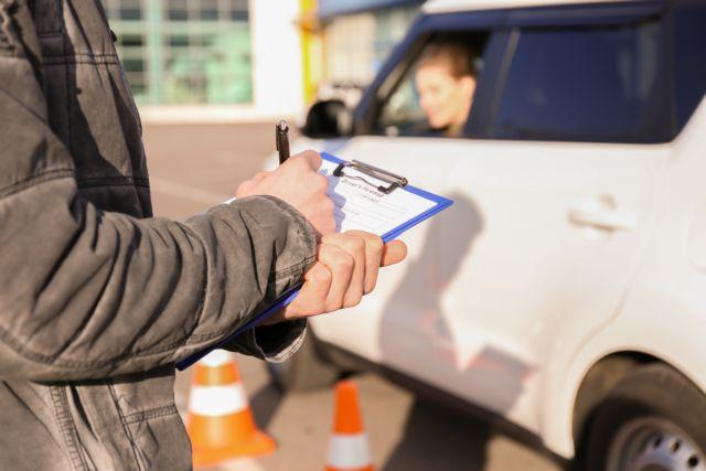 Προσωρινό δίπλωμα οδήγησης με ένα «κλικ» – Πώς θα το λαμβάνουν οι νέοι οδηγοί