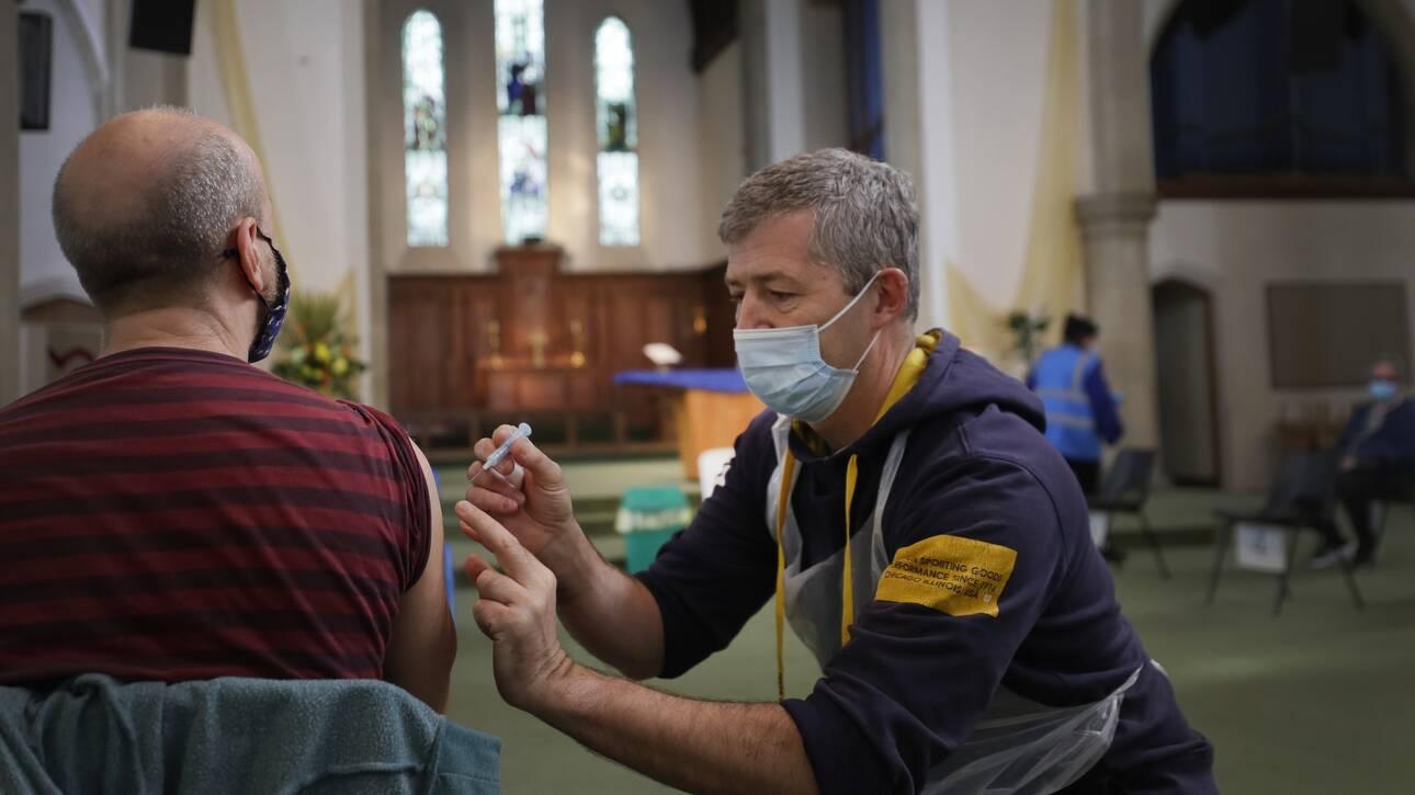 Σπάει τα κοντέρ η Βρετανία: Πάνω από 700.000 εμβολιασμοί σε μία ημέρα
