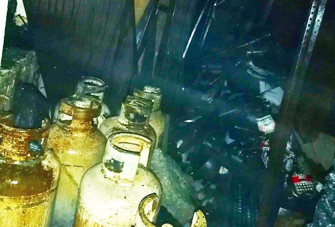 Καταστράφηκε το εστιατόριο που έπιασε φωτιά στον Κόρφο - Μεγάλες υλικές ζημιές και στο συνεργείο